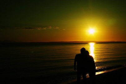 Couple-on-beach-by-LaserGuided-via-Flickr